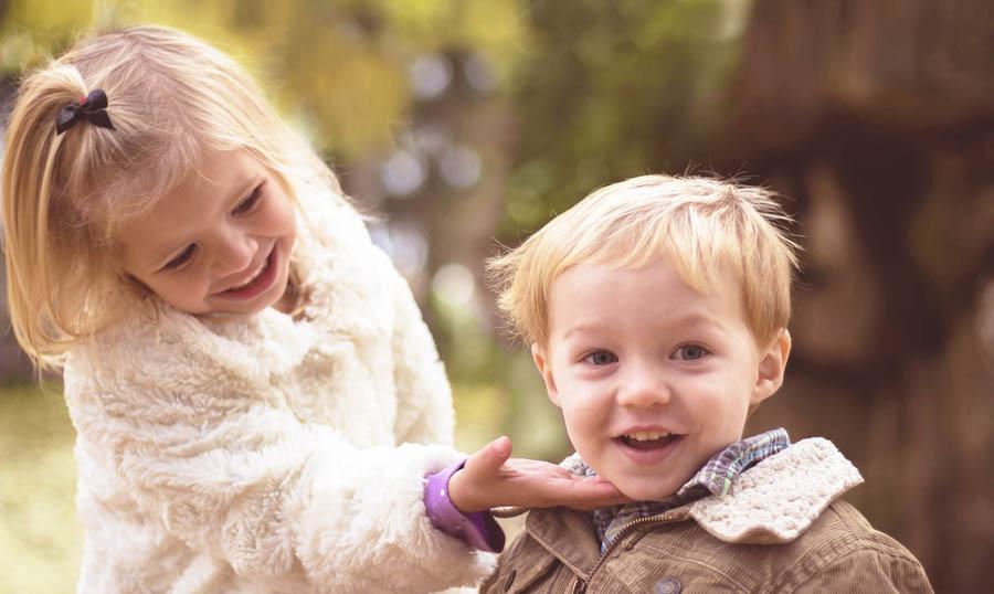 Kaksi lasta